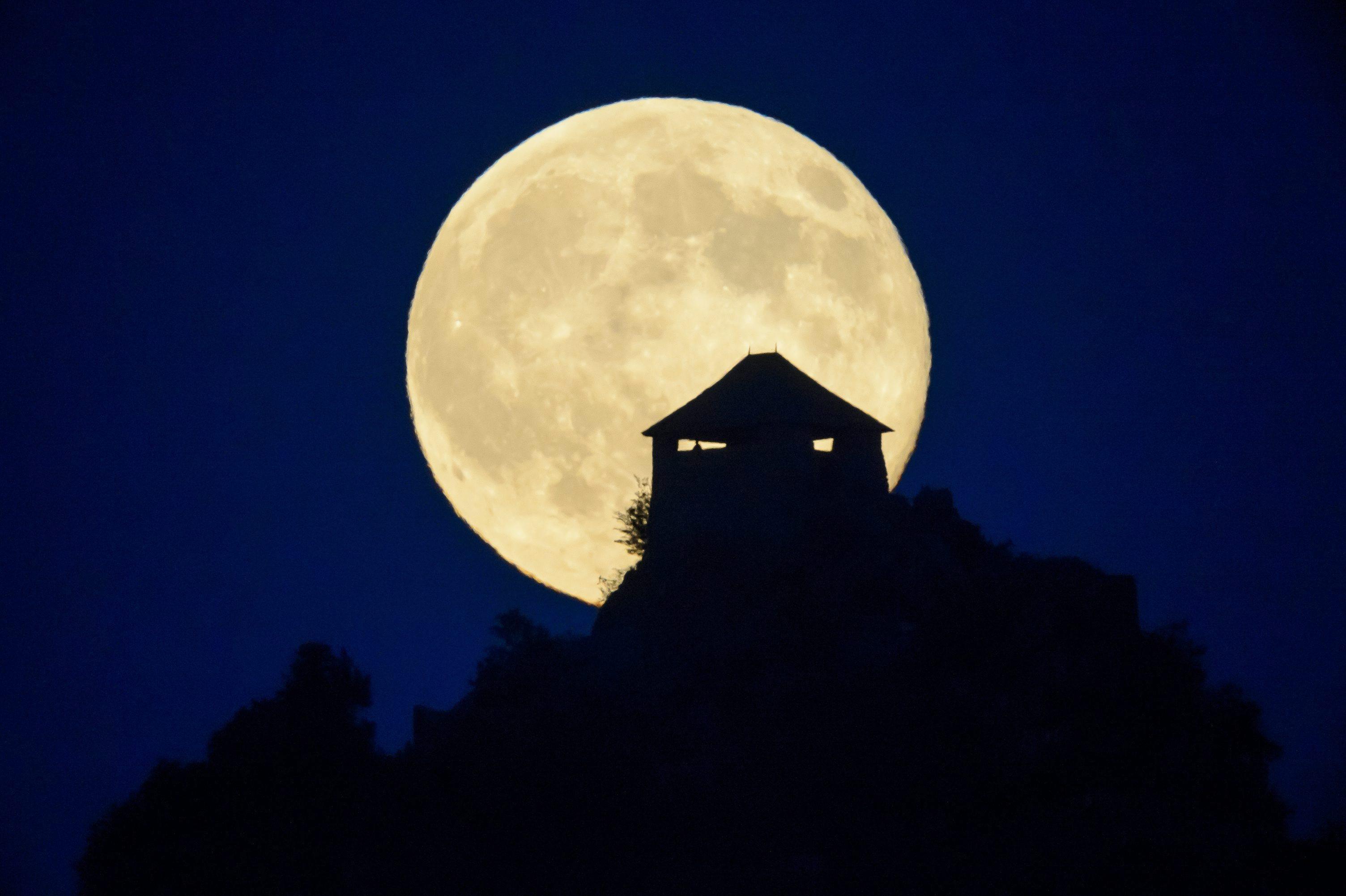 november 8 super moon horoscope