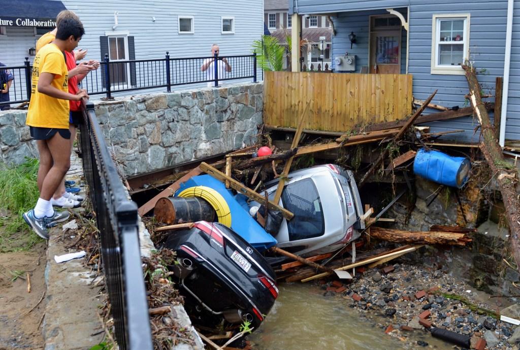 Catastrophic flash flood strikes Ellicott City, Maryland
