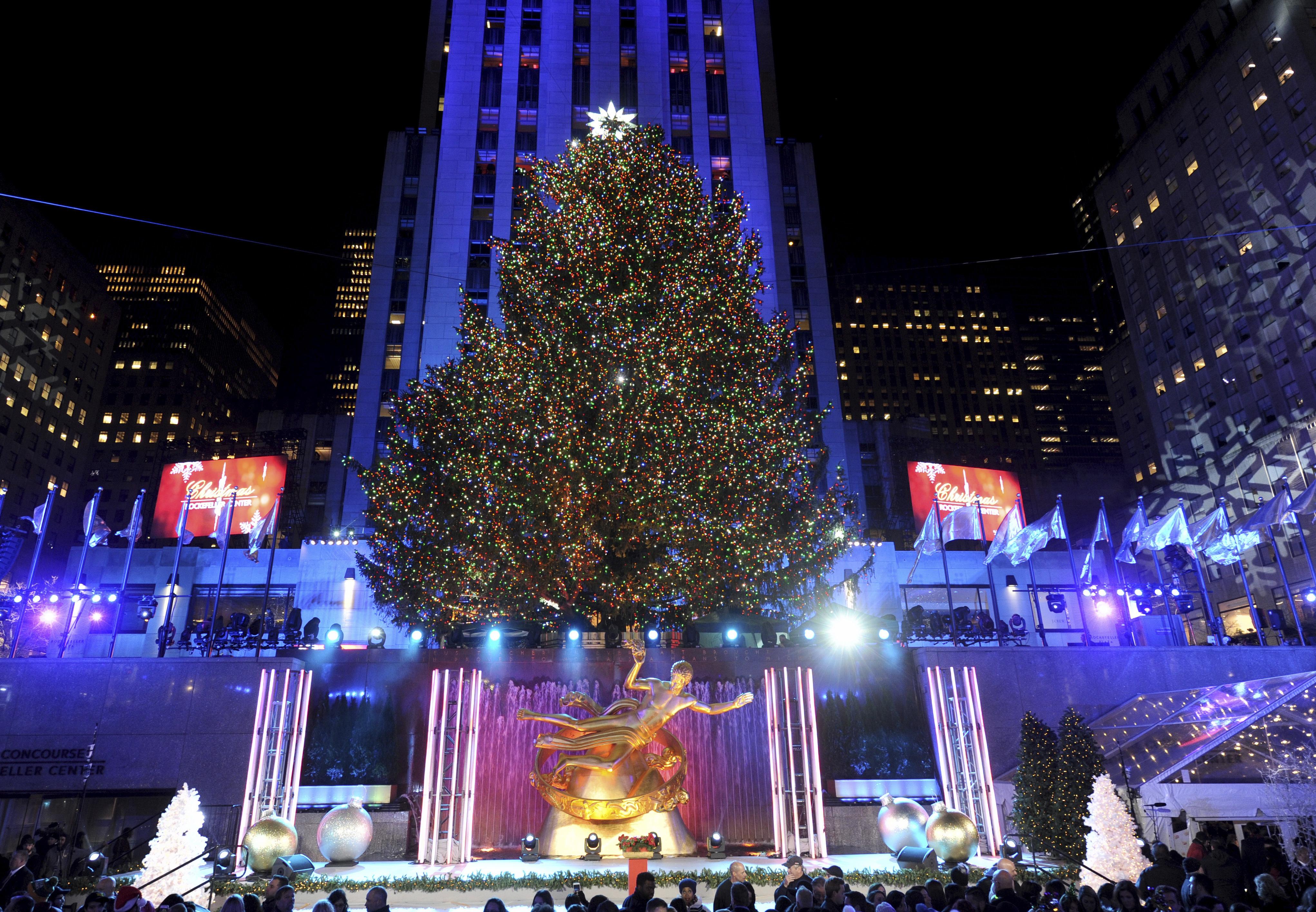 Lighting Of Rockefeller Christmas Tree.2018 Nyc Rockefeller Center Tree Lighting Chilly Evening