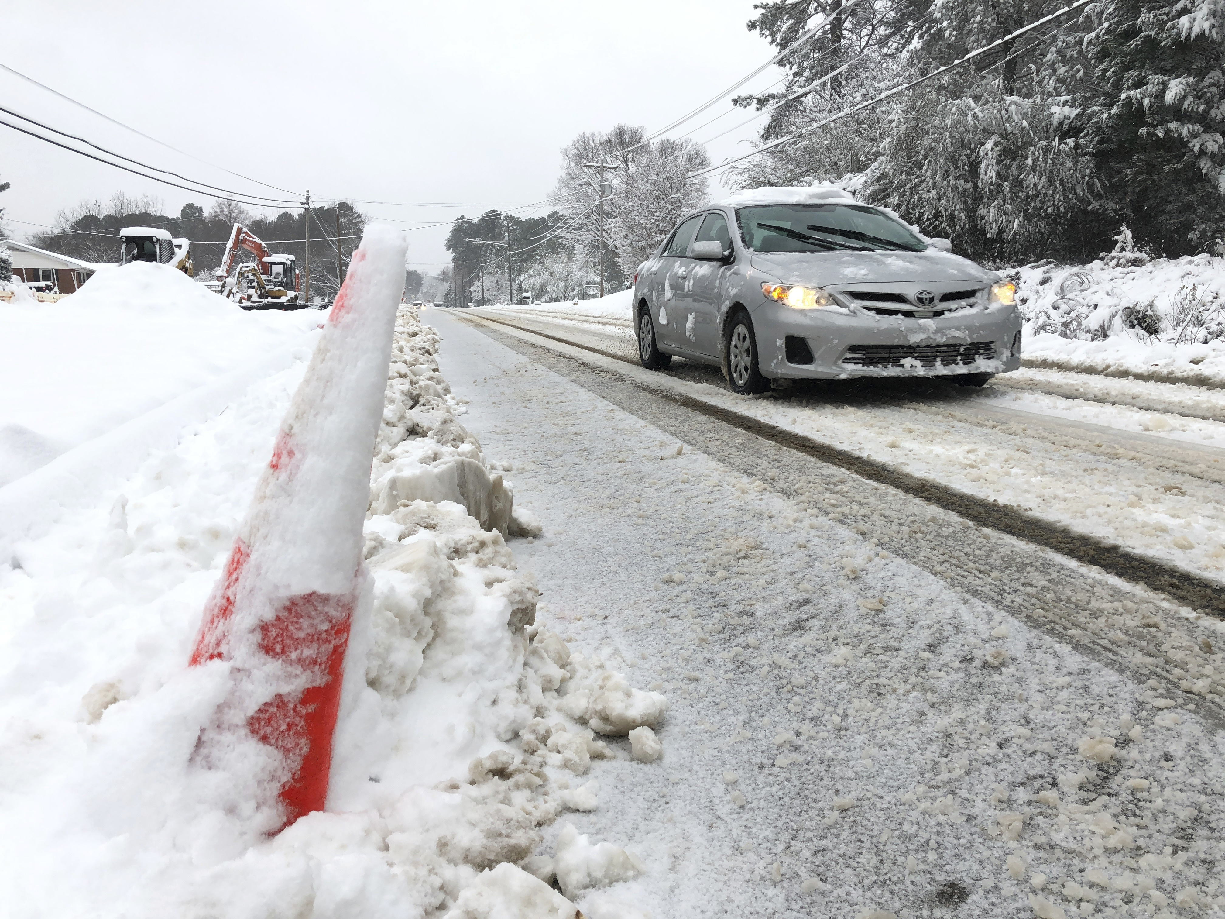 Live updates: Over 200,000 without power as heavy snow, ice pounds