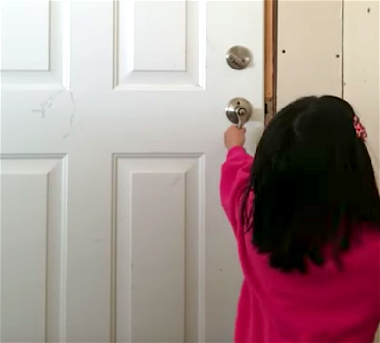 Girl, 6, shocked by what she sees after a major snowstorm