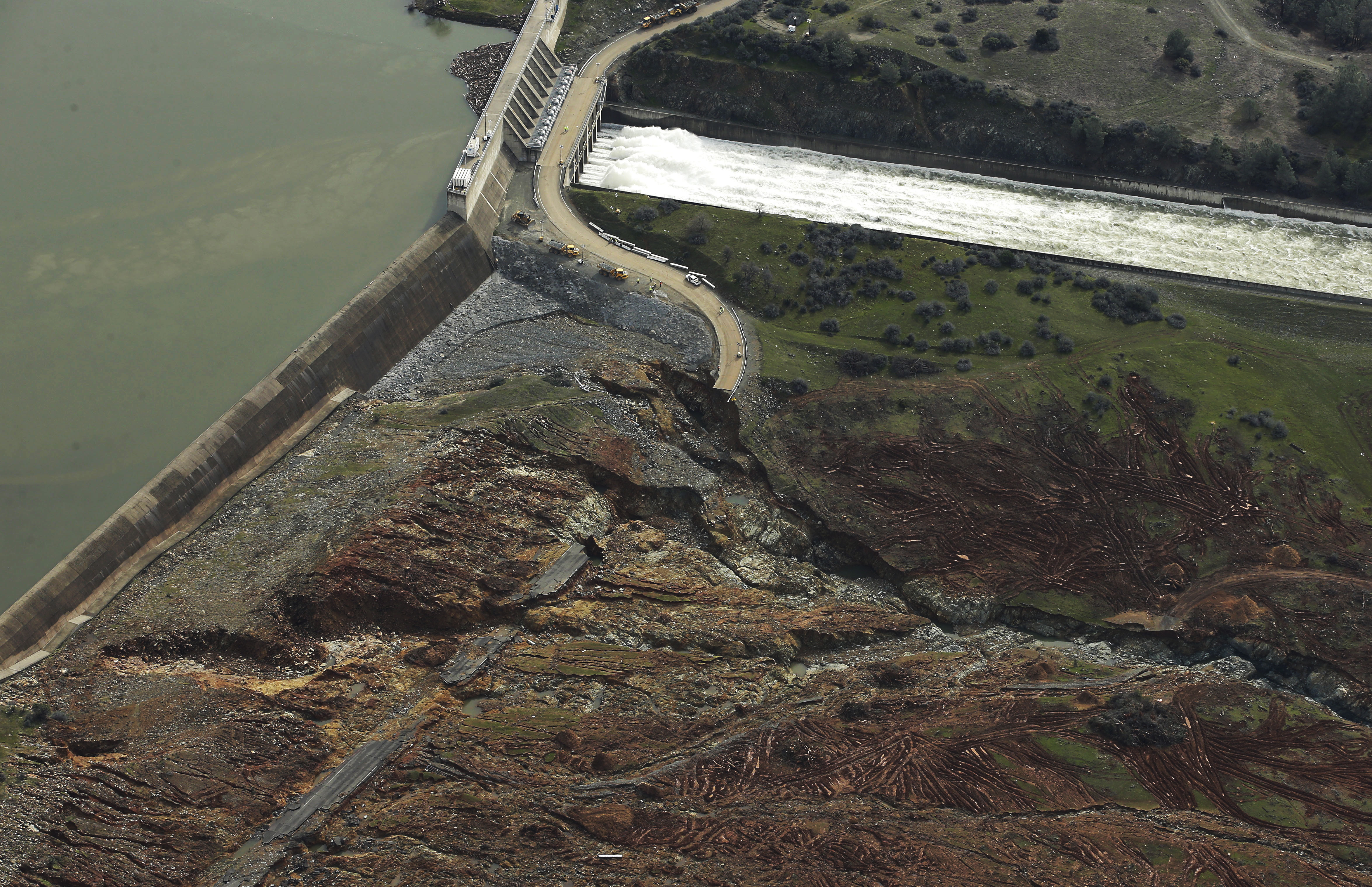 Water gushes down spillway of America's tallest dam for 1st