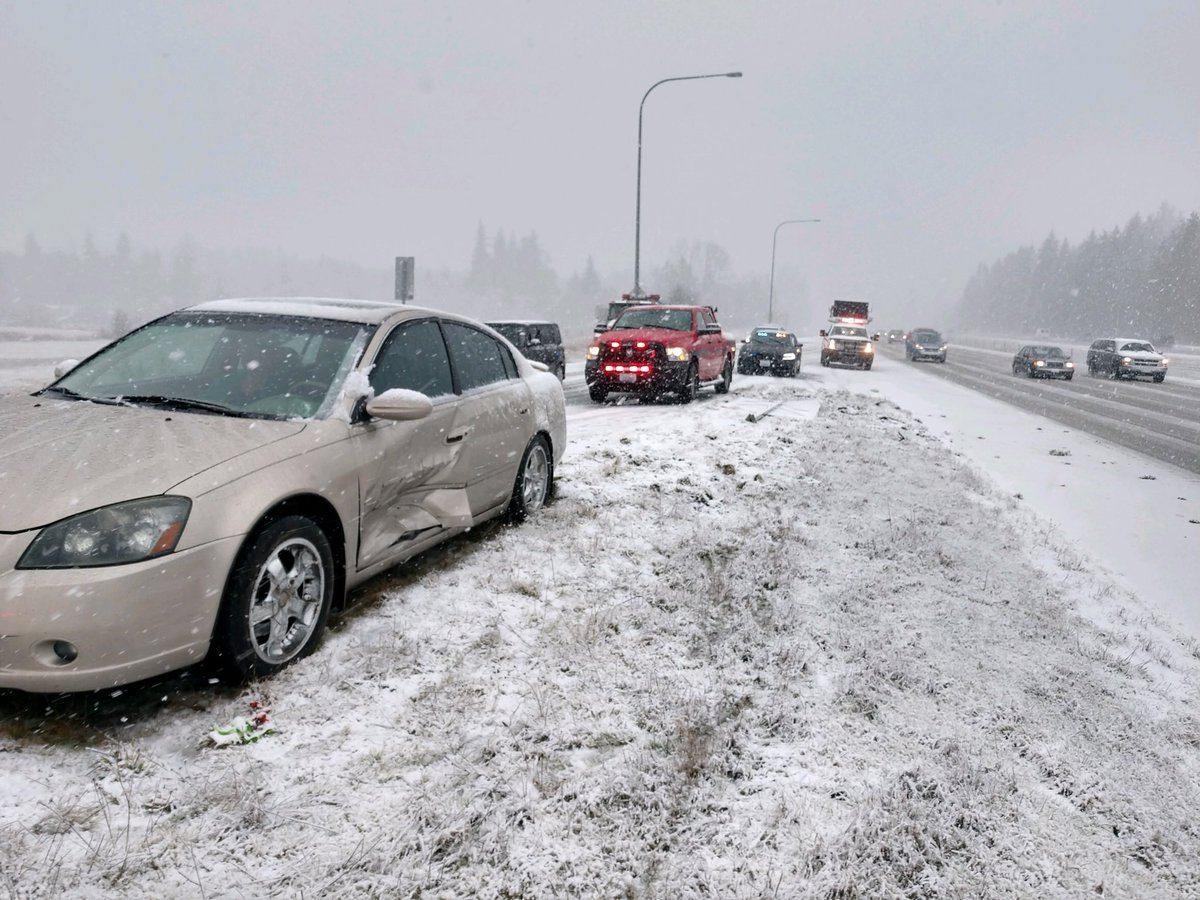 Photos: Seattle motorists encounter treacherous Monday