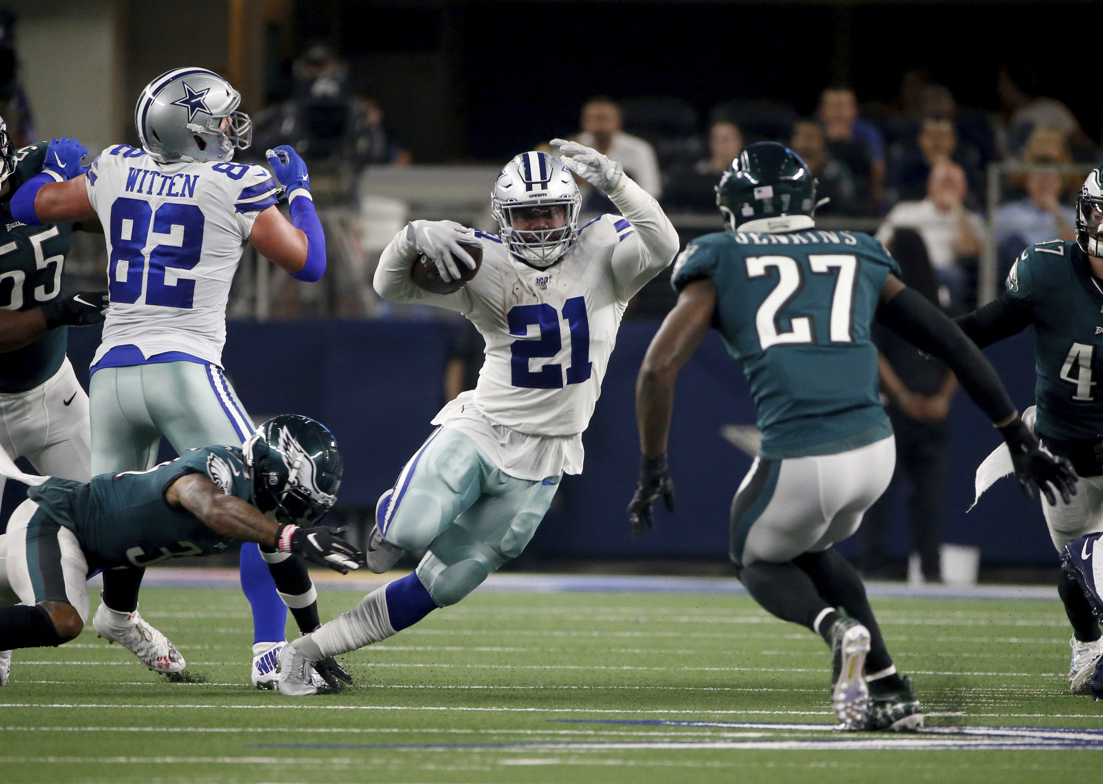 Dallas TV station issues apology for delaying tornado warning during Cowboys' game