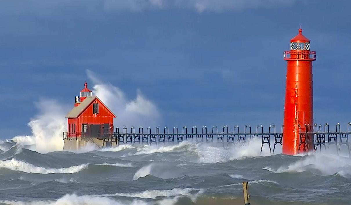 Huge storm blows through and makes lake look like raging ocean