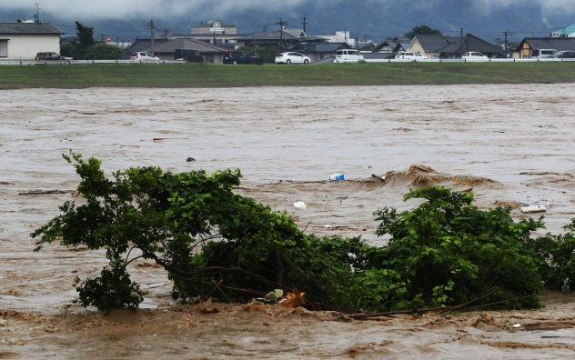 Over 200,000 evacuated as flooding, mudslides strike southwestern ...
