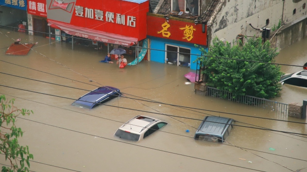 Chinese city inundated with a year's worth of rain in just 4 days 2021-07-21T110748Z_283089109_MT1IMGCN000GAJ2IL_RTRMADP_3_CHINA-CHINESE-RAINSTORM-ZHENGZHOU-HENAN